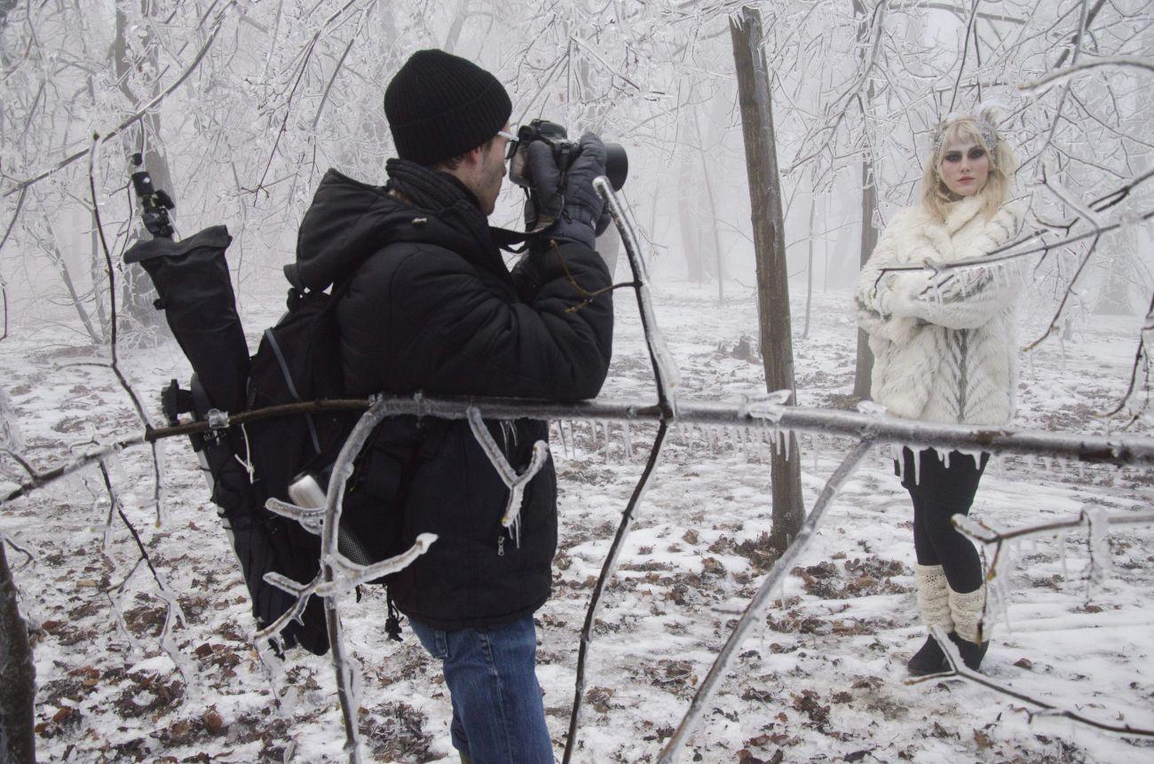 Divatfotó a havas Normafánál