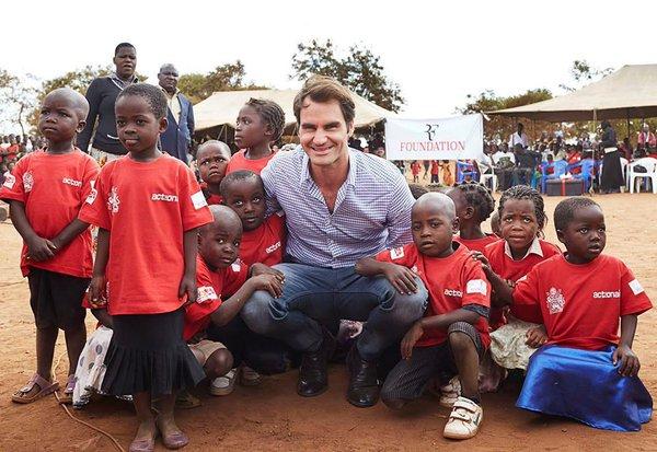 Roger Federer 81 iskolát épít Afrikában