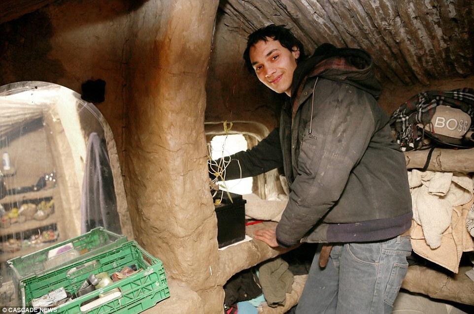 Sárpalotát épített magának a Tesco-munkásból lett londoni hajléktalan