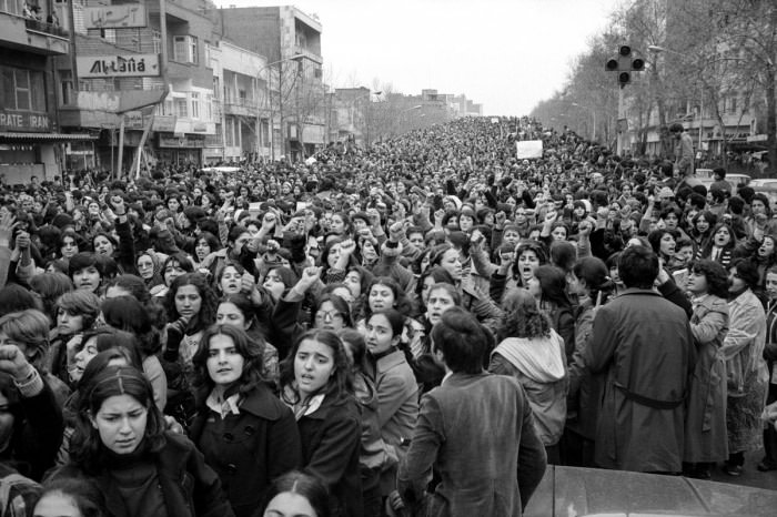 1979: Iráni nők tüntetnek a kötelező kendőviselés ellen