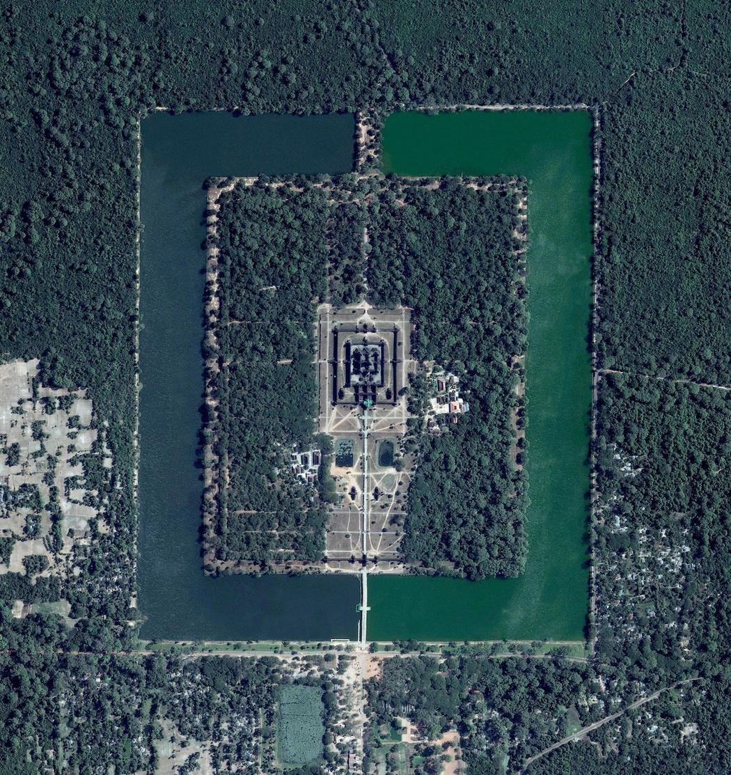 Templomegyüttes Kambodzsában, ami egyben a világ legnagyobb vallási építménye
